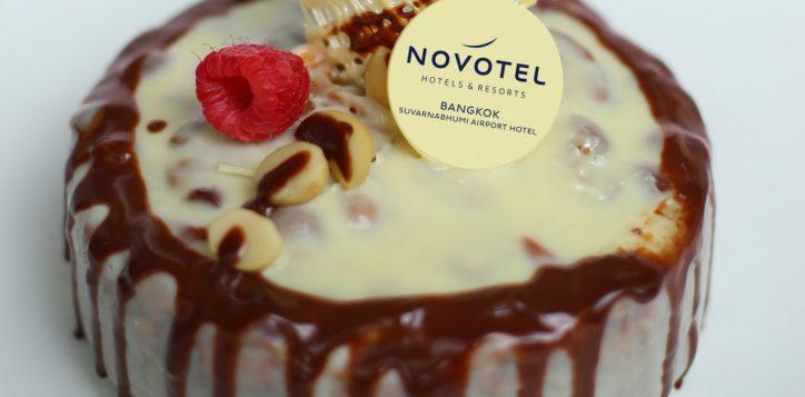 white-chocolate-fudge-cake-crop-2