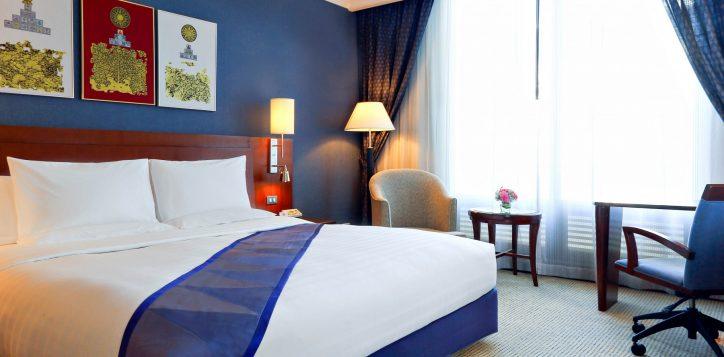 executive-suite-bedroom-2